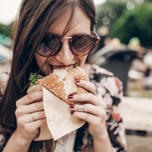 ダイエット中でもファーストフードは食べたい。スルーラ公式コラム